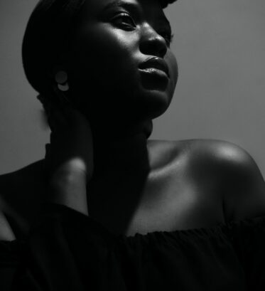 woman-wearing-black-tube-dress-1559086